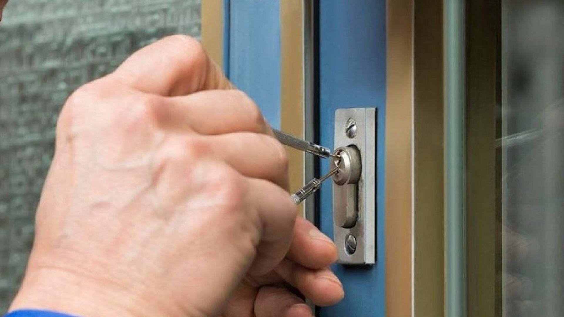 Çelik Kapı Nasıl Açılır?