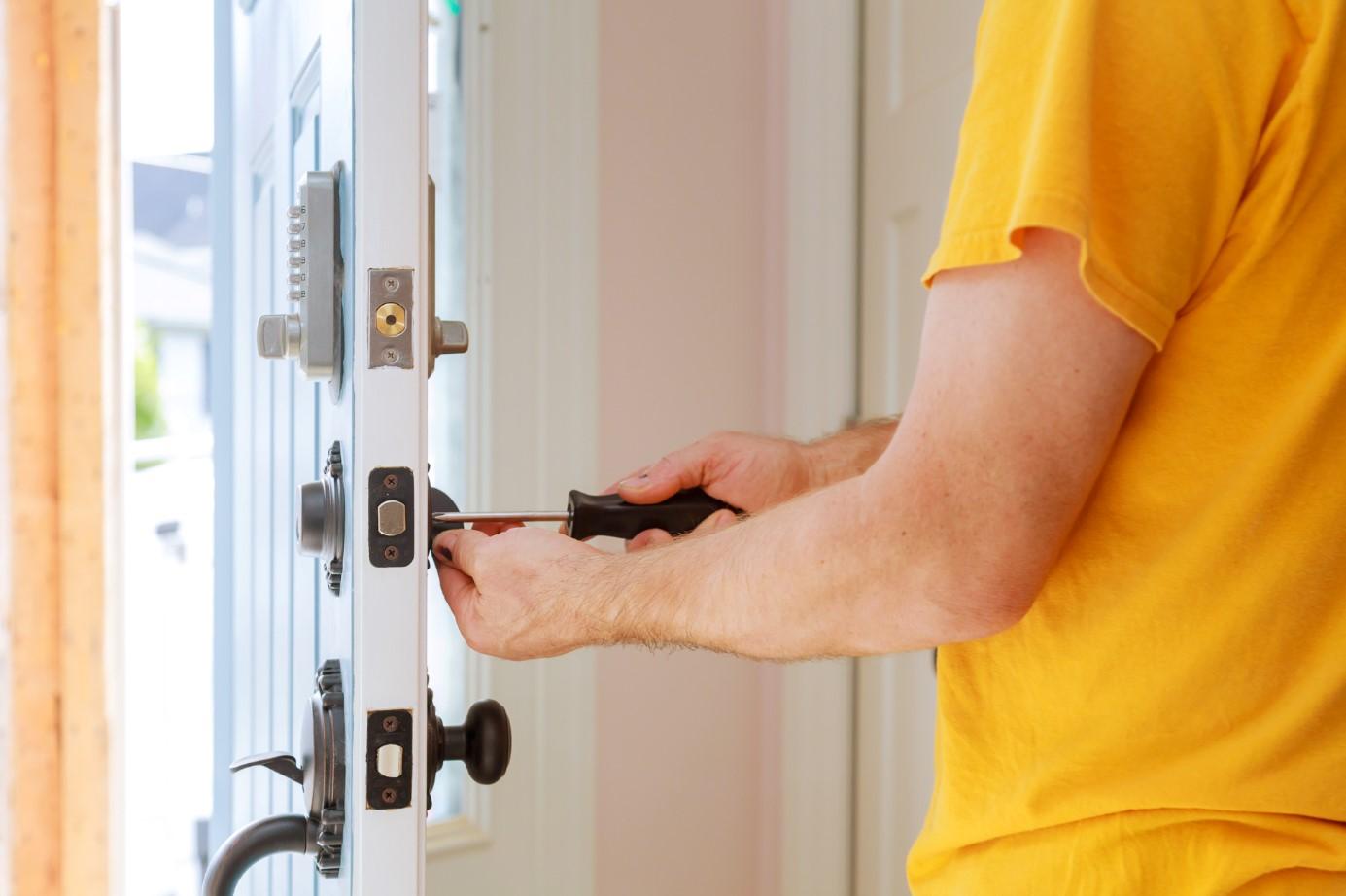 Kilitli Çelik Kapı Nasıl Açılır?